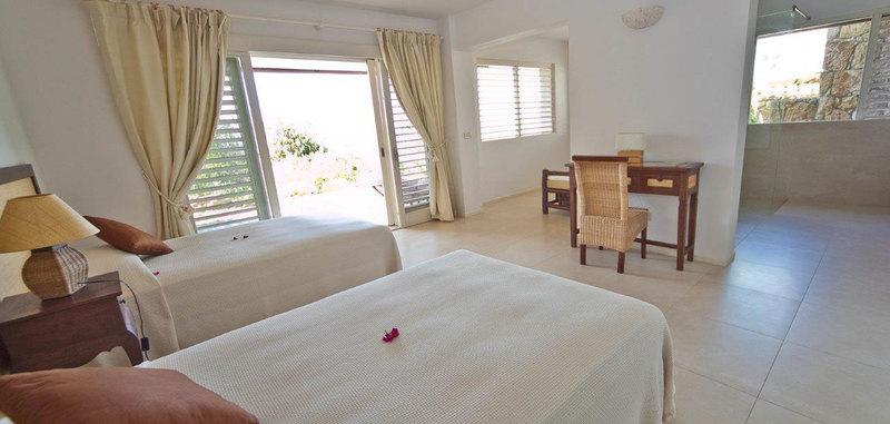 Antigua villa 13 18