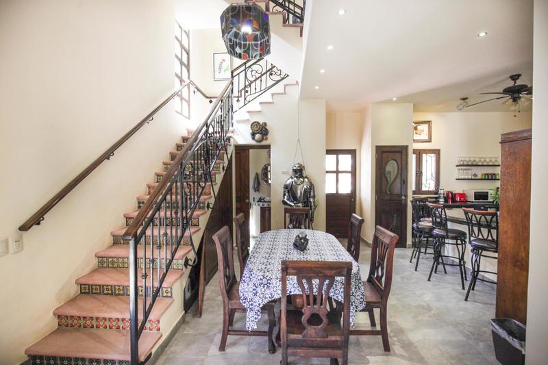Casa Castillo, Mariposa