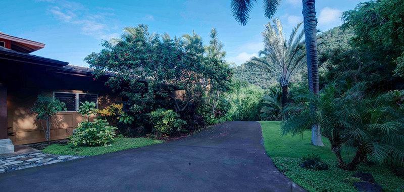 Hawaii dolphin spirit house 01