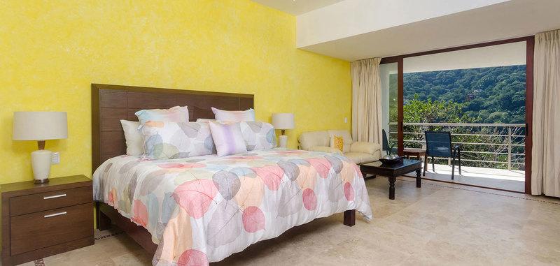 Casa mismaloya master bed3 01